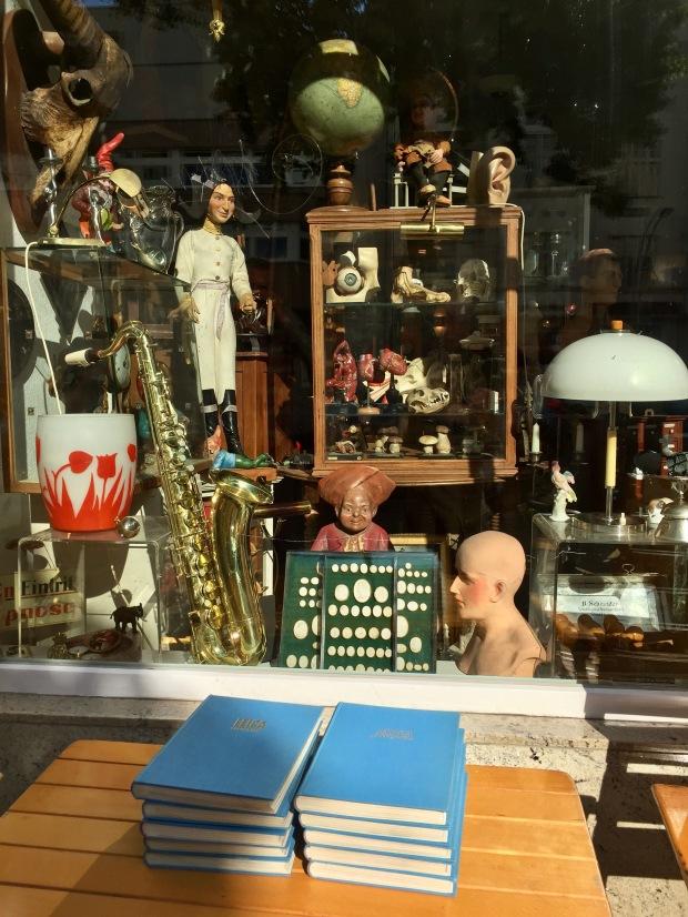 Antikviteter og genbrug i Suarezstrasse
